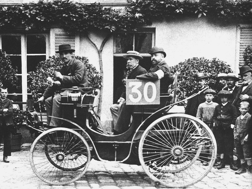 Peugeot Phaeton.jpg